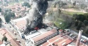 CRONACA - Incendio in una ditta di materie plastiche sprigiona ...