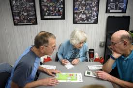 Here's The Deal: At 85, Hartford Bridge Club Is Reaching Out To Younger  Players - Hartford Courant