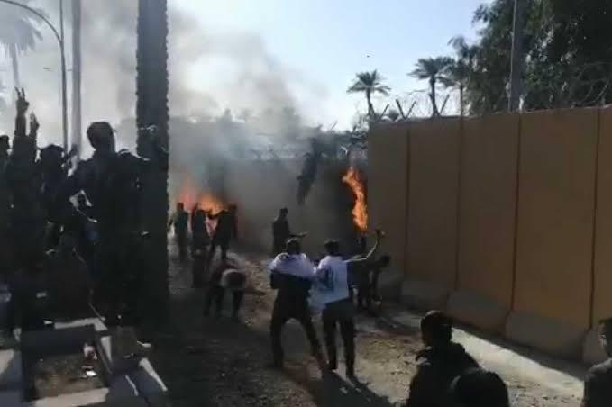 ABD'nin Bağdat Büyükelçiliği'ni Şii milis güçleri işgal etti