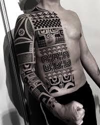 Tatuaz Tribal 35 Niesamowitych Wzorow Etatuator Pl