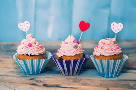 love heart cake three cupcake dessert