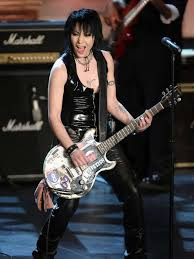 Joan Jett loves rock 'n' roll ... and the Packers