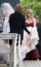 Taylor Swift Makes Rare Appearance to Lend a Helping Hand at BFF ...