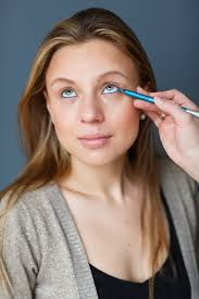 3 ways to wear colored eyeliner the