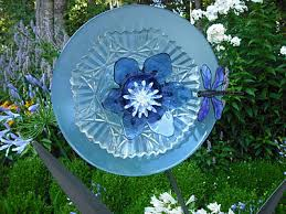 using recycled glass to make flowers