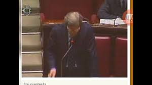 Vittorio Sgarbi sbrocca al parlamento - YouTube
