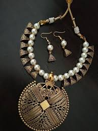 maitri round big pendant pearl necklace