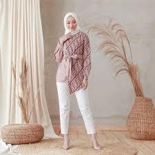Model baju batik atasan elegan. 8 Model Baju Motif Batik Yang Kasual Dan Bisa Dipakai Sehari Hari Nggak Hanya Untuk Acara Resmi