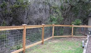 4 Foot Tall Cedar Cattle Panel Fencing Sooo Much Nicer Then Chain Link Backyard Fences Cattle Panel Fence Outdoor