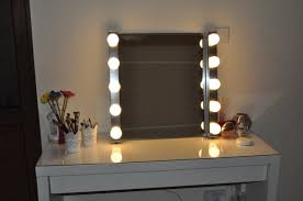 hollywood style vanity mirror with