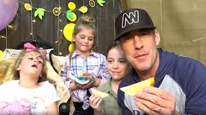 Country music star Aaron Watson joins birthday celebration for girl  battling cancer