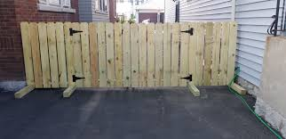 Diy Driveway Fence For Renters No Drilling Into Ground Portable Fence Diyhomedecorpinterest Diy Driveway Portable Fence Driveway Fence