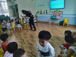 Lợi ích khi cho trẻ học tiếng Anh sớm - Trường Mầm Non Sắc Màu An Khê