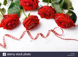 Hermoso Arreglo De Rosas Rojas Y Cintas Para El Dia De San