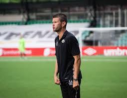 File:Eirik Bakke shouts at his players.jpg - Wikimedia Commons