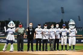 獨步全球!中華職棒開放千名球迷入場陳時中穿「0號」球衣讚台灣防疫-風傳媒