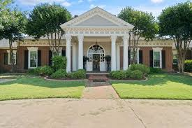 Hillary Hamilton Real Estate Associate in Dallas Texas - Sotheby's  International Realty