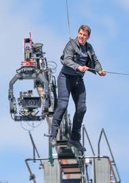 Tom Cruise 'breaks two bones' in Mission: Impossible stunt