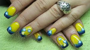 nail art yellow and blue