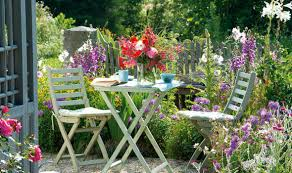 Alan Titchmarsh: The importance of relaxing in your graden ...