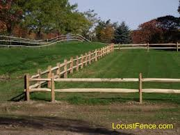 Locust Split Rail Fence Post And Rail Fencing Horse Fence Cedar Split Rail Fence Split Rail Fence Fence Prices