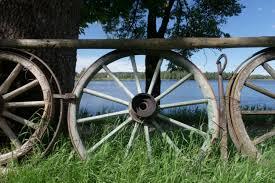 Free Images Grass Fence Wood Antique Lake Decoration Vehicle Nostalgia Agriculture Spokes Nostalgic Wooden Wheel Old Wagon Wheel Wagon Wheel 5472x3648 488690 Free Stock Photos Pxhere