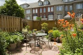 27 Gorgeous Fence Planters Garden Outline