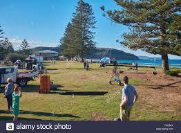 Scena di attori e di equipaggio si prepara per il film una scena esterna di  casa e fuori programma televisivo a Palm Beach, Nuovo Galles del Sud,  Australia Foto stock - Alamy
