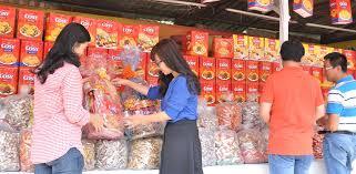 """Bánh kẹo Tết: Sự """"lên ngôi"""" của hàng biếu tặng thương hiệu lớn ..."""