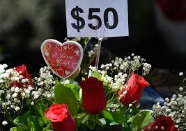 بالصور ورد ودباديب وقلوب فى احتفالات العالم بـ عيد الحب اليوم