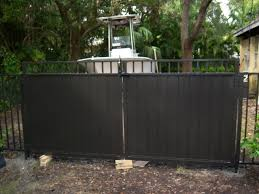 On The Fence Differences Between Aluminum And Vinyl Fence Enclsoures Hurricane Fence