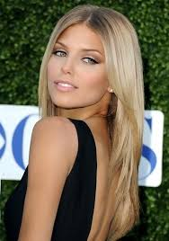 natural makeup for blondes with green