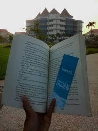 walking around the books hujan tere liye quote