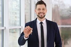 6 Types of Real Estate Agents and Their Job Descriptions - Incubar