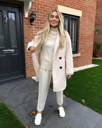 """Hattie Smith on Instagram: """"AD Winter whites @fandfclothing 🤩 perfect for  wearing when nowhere near your kids🙃 Coat:… 