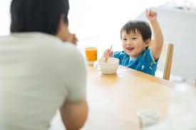 Mách mẹ bí kíp giúp bé mê sữa chua