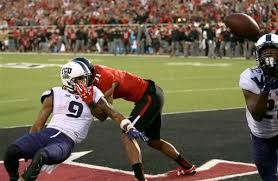 Aaron Green catches tipped pass with 23 seconds left, N ...