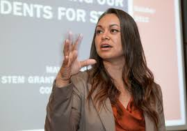 Hispanic Month speaker plants her roots in STEM | Lawrence Livermore  National Laboratory