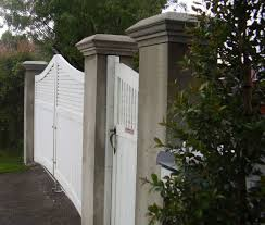 How To Build Wooden Driveway Gates And Make Concrete Gate Posts With Decorative Caps Gate Post Wooden Gates Driveway Driveway Gate