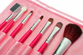 use diffe types of makeup brushes