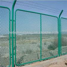 Wire Mesh Fence Designs For Boundry Wall With Pvc Coated Diamond Wire Mesh Fence Buy Wire Mesh Fence For Boundary Wall Galvanized Wire Mesh Roll Wire Fencing Pvc Coated Square Wire Mesh Product
