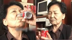 عجوز مدمنة كوكاكولا شربت 150 ألف علبة في 40 سنة