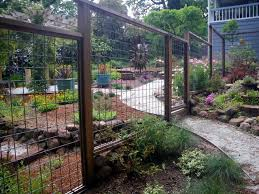Deer Fencing For Gardens An Open Deer Fence Lets You Look Into The Garden Deer Fence Backyard Fences Garden Fencing