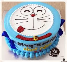 Bánh kem vẽ hình Doremon dễ thương màu xanh
