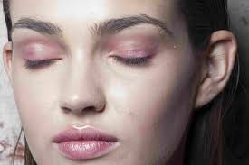 rose gold beauty trends how to wear it