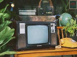 📺 Hình ảnh chiếc tivi trắng đen có lẽ... - TIỆM ĐỒ XƯA CŨ