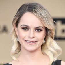 Why 'OITNB' Star Taryn Manning's $200 SAG Awards Gown Is Causing Major  Controversy   Taryn manning, Orange is the new black, Female portrait