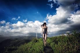 Resultado de imagen para imagenes de mujeres entre las nubes