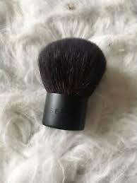 travel sized fluffy makeup brush