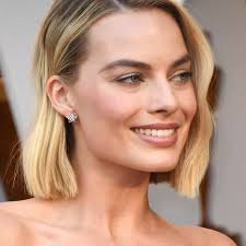 35 best short hairstyles for older women